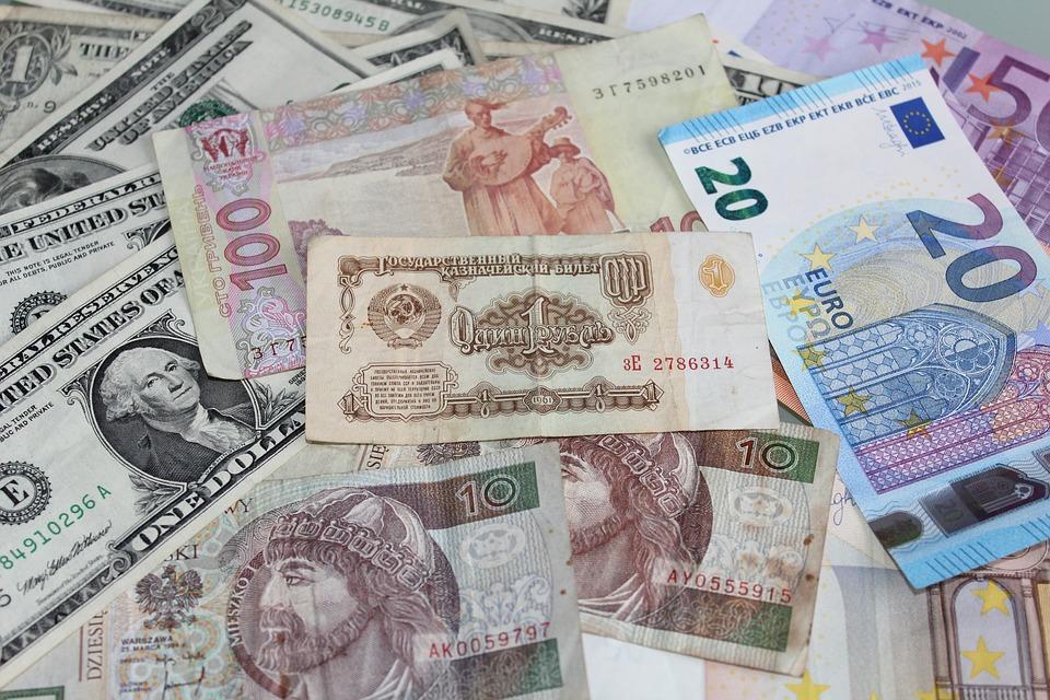 Criptomonedas: Semejanzas del Dinero y las Divisas